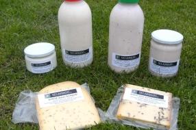 Asperges, aardbeien, zuivel, kaas, vlees van de Maashoeve en  ambachtelijk ijs lekker van hollandse