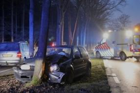 Auto rijdt tegen boom in Sint Hubert, meerdere gewonden onder wie een kind