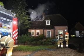 Bliksem slaat in: huis zwaar beschadigd, bewoners naar ziekenhuis