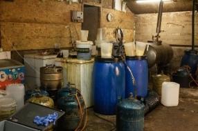 Mill - Drugslab ontdekt in Millse loods en  bewoner opgepakt
